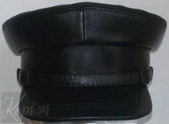 Фуражка - картуз кожаный (ЧK) с подкладкой на синтепоне.